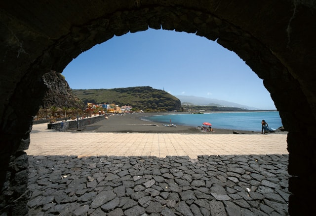 Bild 14 - La Palma/Tazacorte - EInrahmung durch Arkade