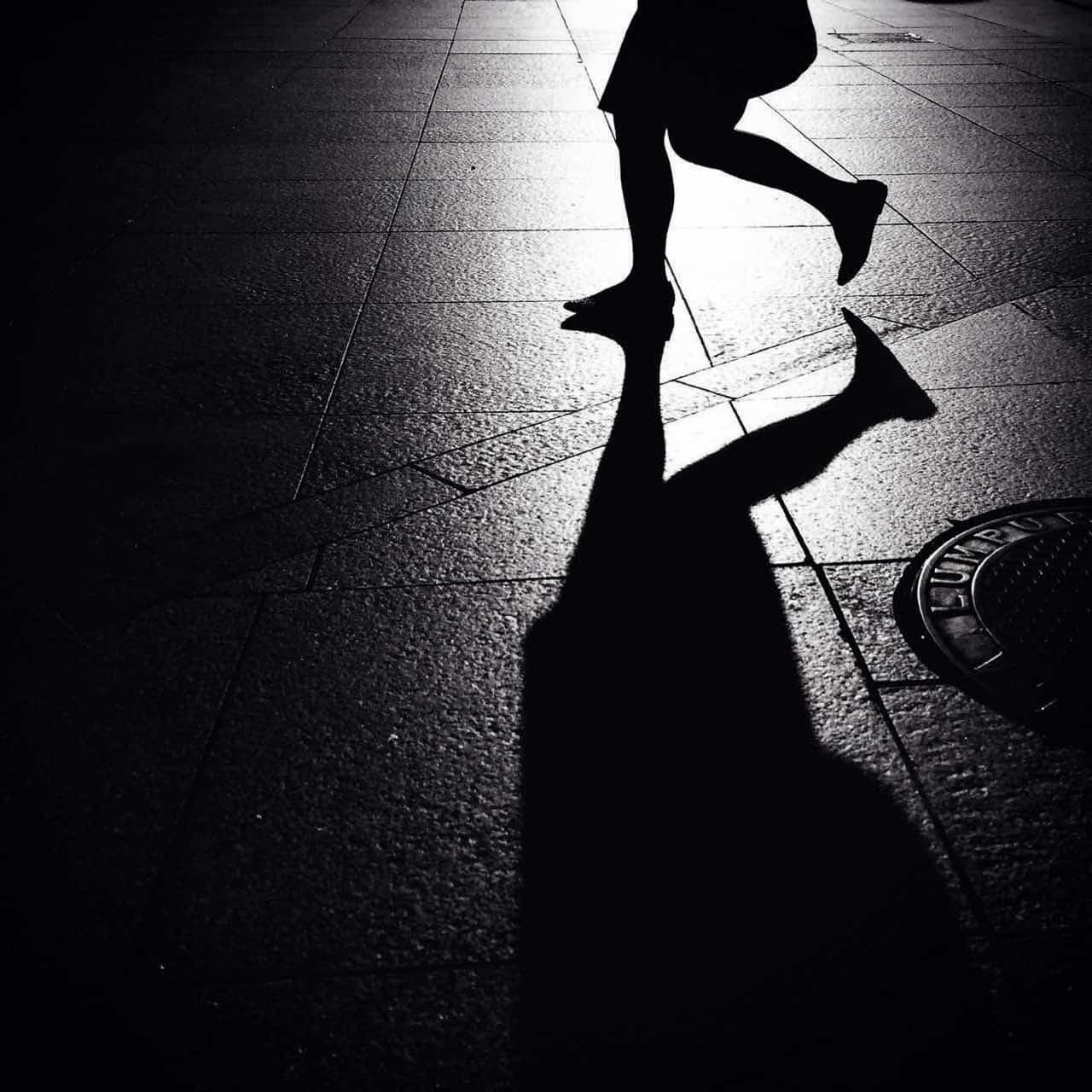 Starke Kontraste sind gut für ein starkes S/W-Bild, hier hervorgerufen durch die Lichtspiegelung und verstärkt durch den harten Schatten. (Foto: nasruleffendy - fotolia.com)