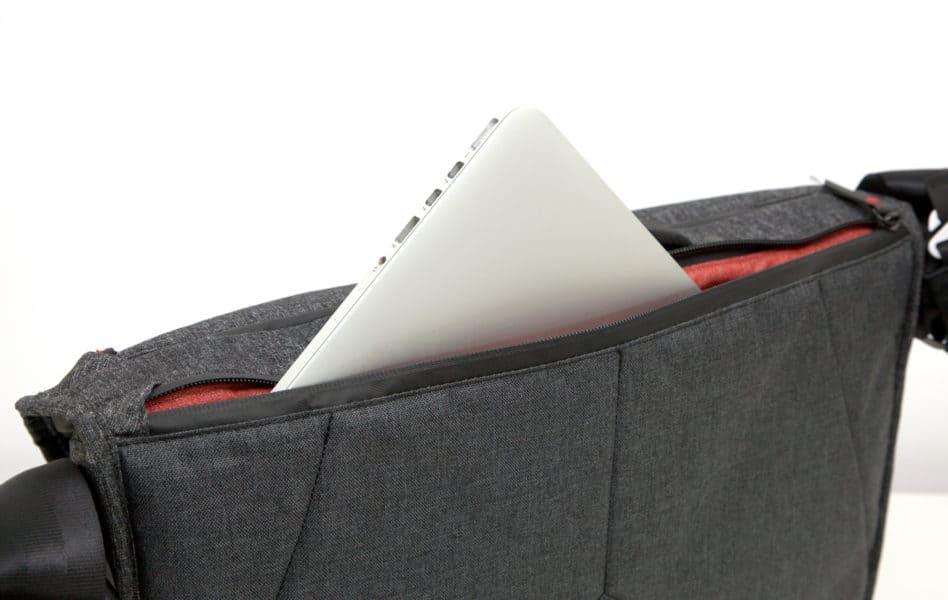 Maximal kann ein schlankes 15-Zoll-Notebook untergebracht werden.