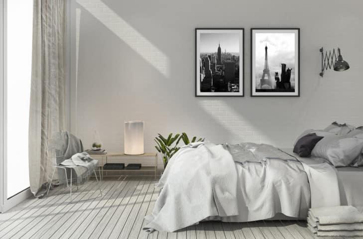 Schlafzimmer mit 2 Bildern