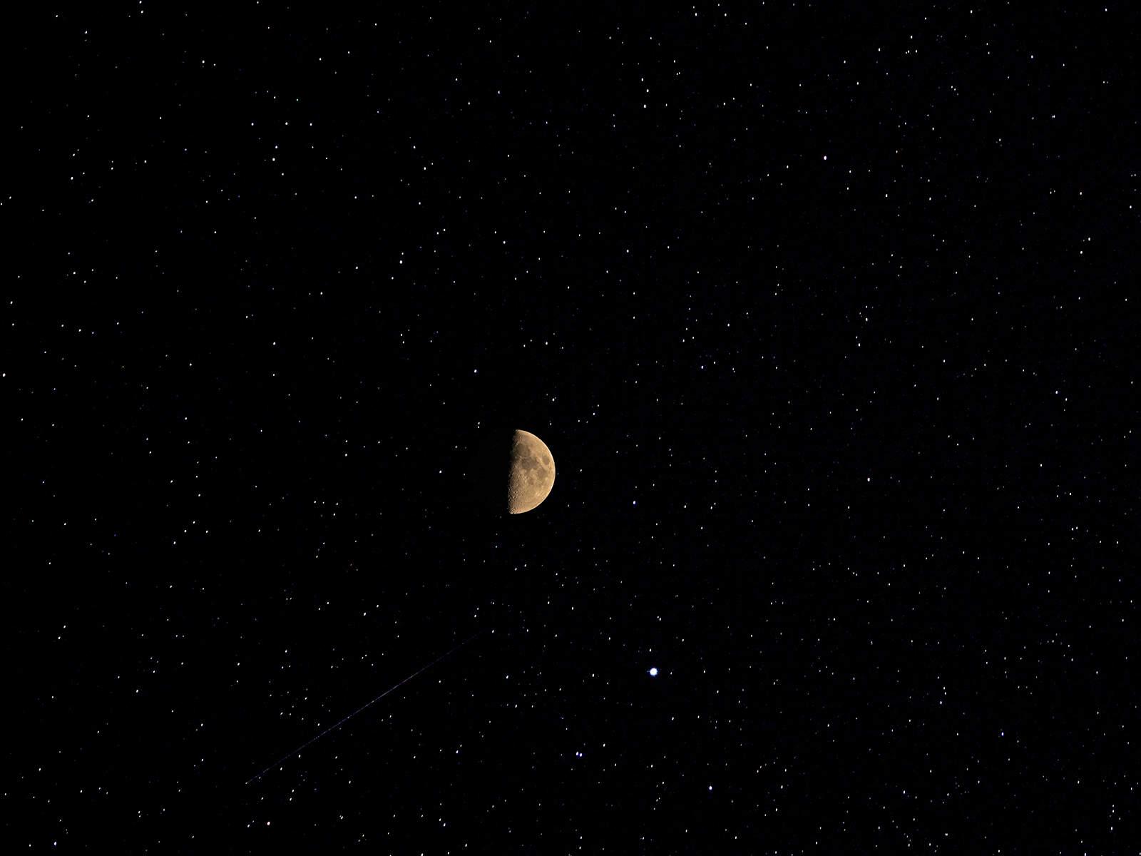 Halbmond und Sterne