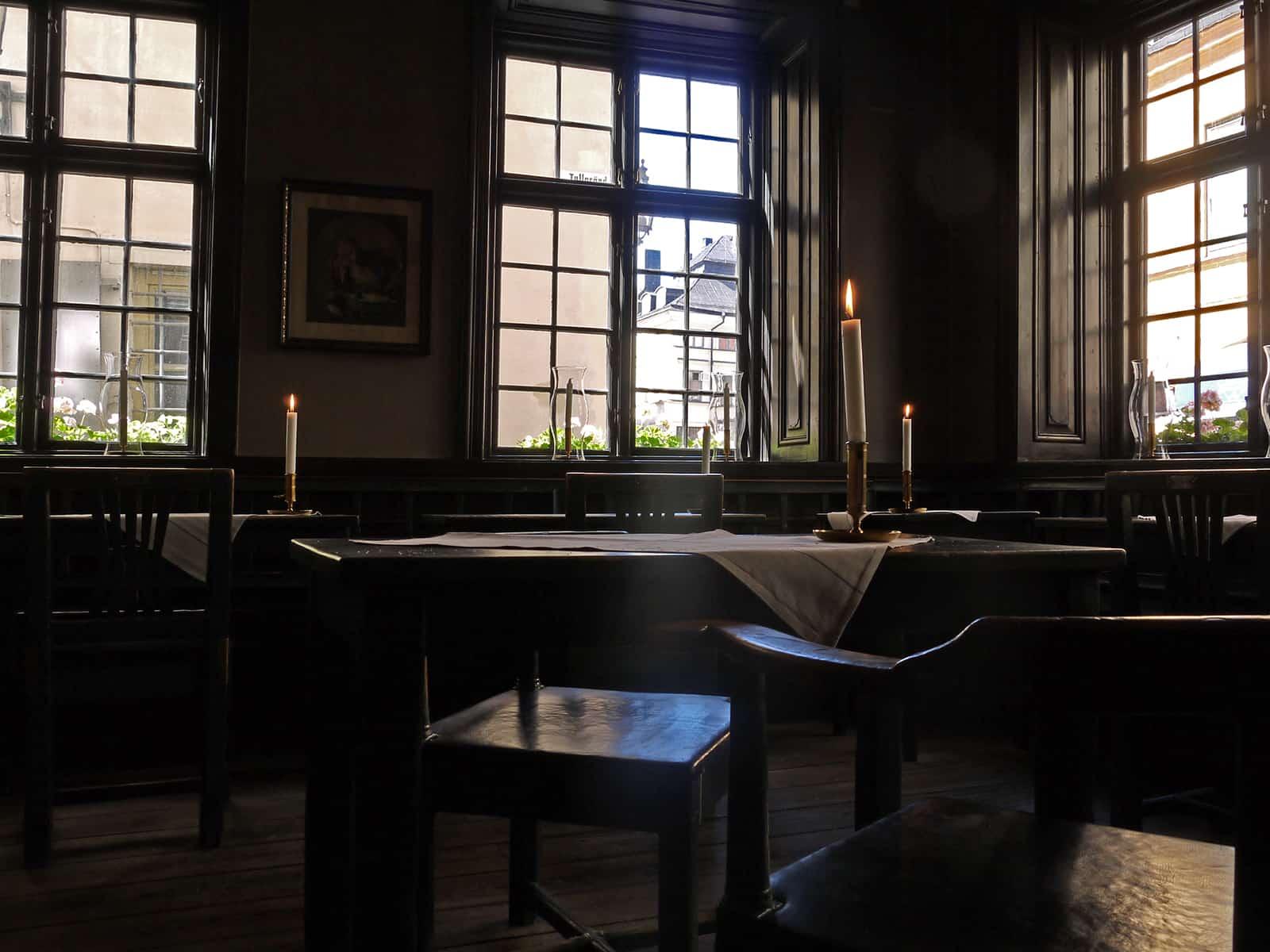 Gastraum eines altertümlichen Restaurants