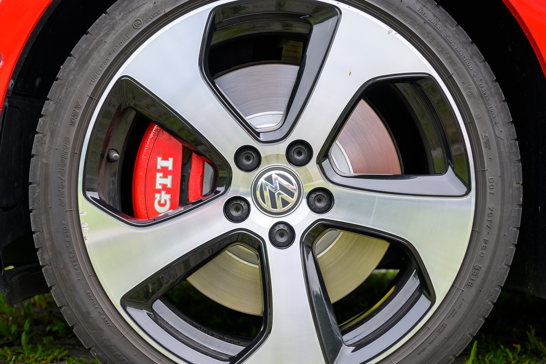 Golf GTI Bremse, Aufnahme mit Nikon Z6 und Nikkor Z 50 mm