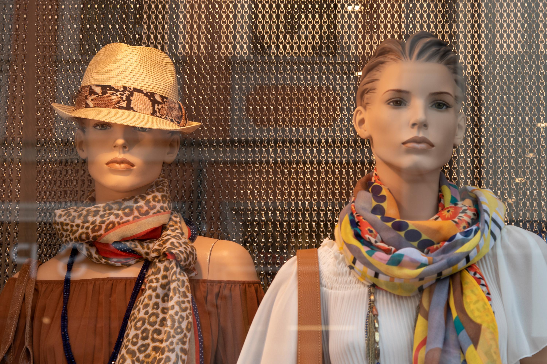 Schaufensterpuppen, aufgenommen mit Nikon D750