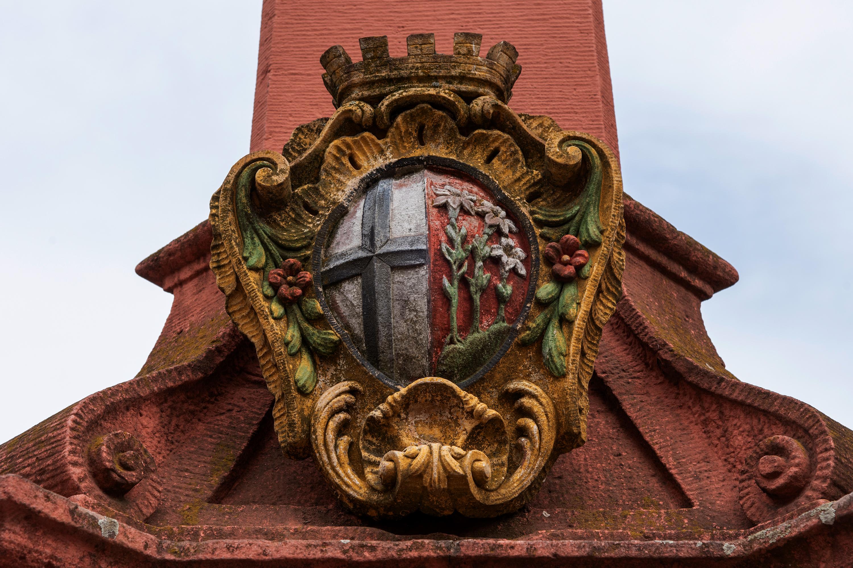 Fulda, Wappen an Obelisk, aufgenommen mit Nikon D750