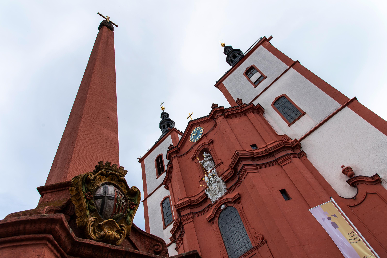 Fulda, Kirche und Obelisk, aufgenommen mit Nikon D750